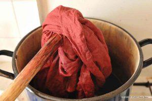 Barwienie tkanin barwnikami naturalnymi