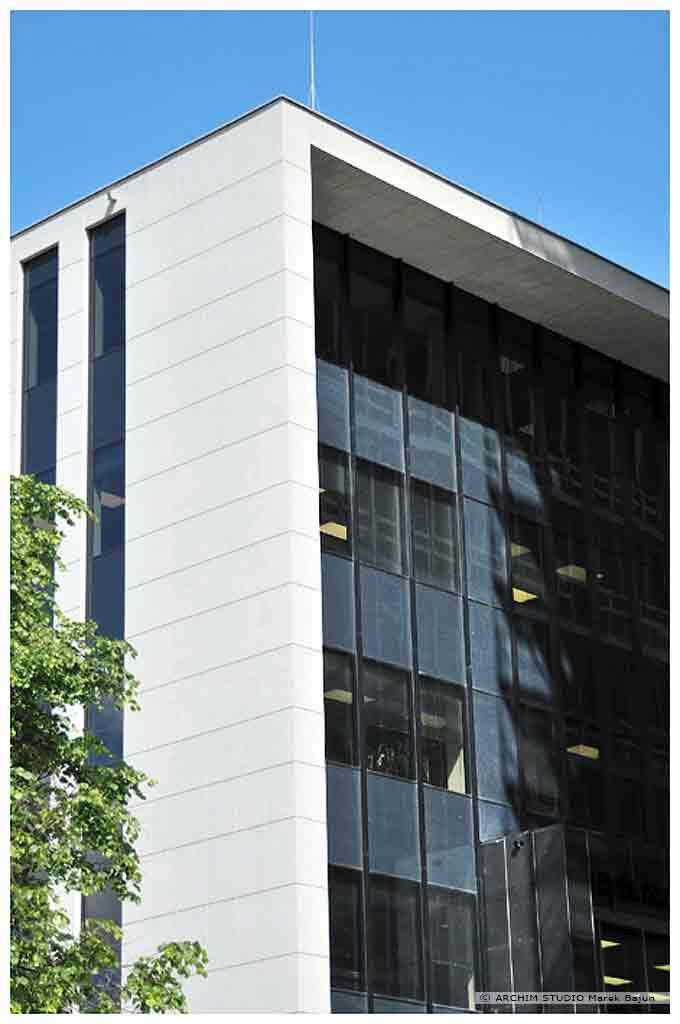 Biurowiec Gray Office- fragment elewacji frontowej