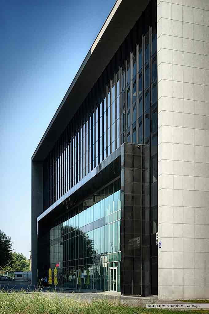 Biurowiec Gray Office- widok frontowej elewacji