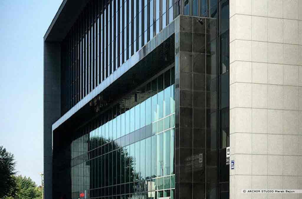 Biurowiec Gray Office- widok elewacji frontowej