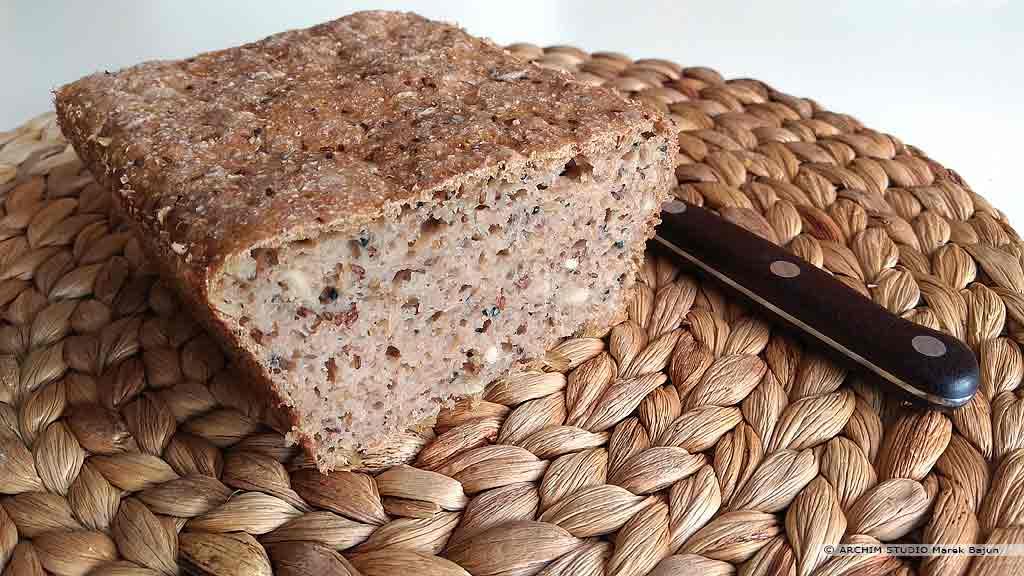 Własny chleb żytni z siemieniem lnianym i słonecznikiem