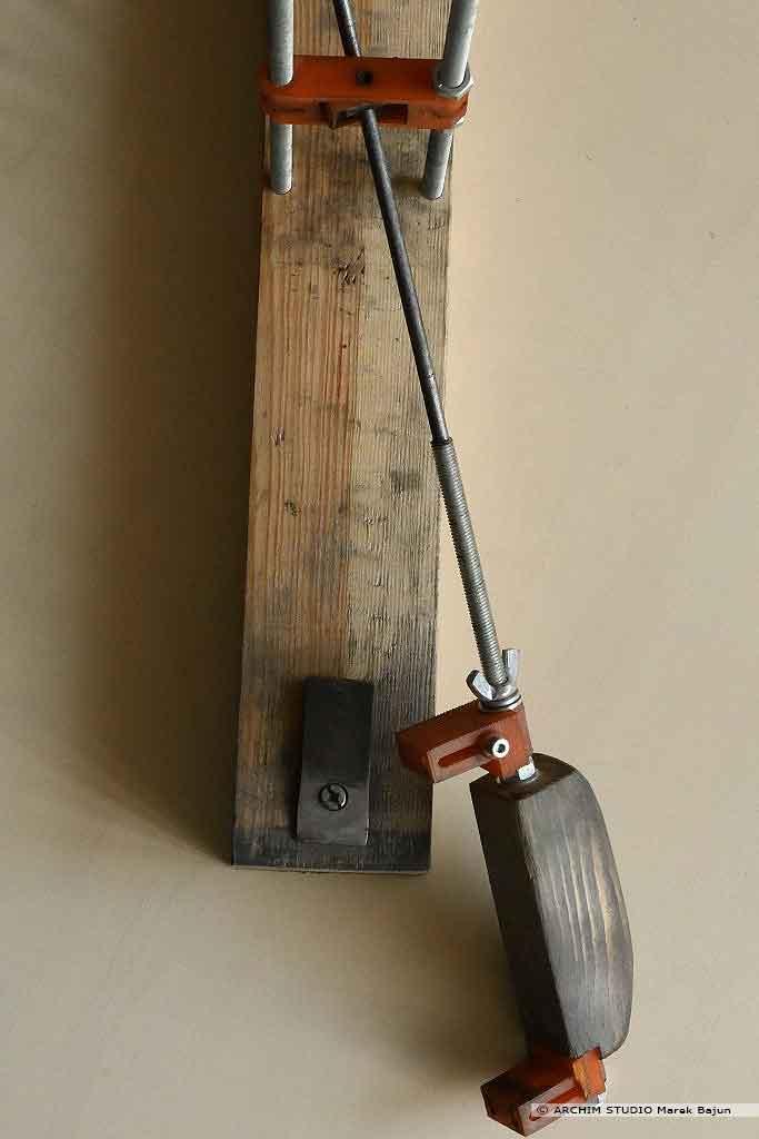 Przyrząd do szlifowania i ostrzenia noży